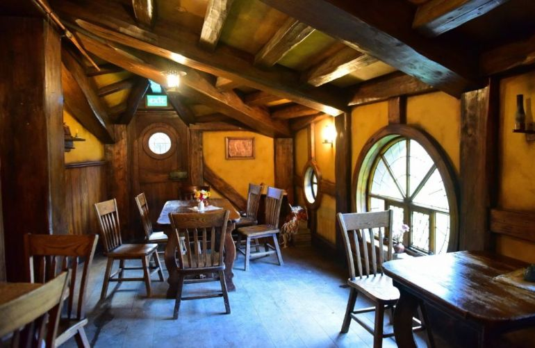 15editorial-interior-of-green-dragon-inn-in-hobbiton-movie-set-matamata-new-zealand-shutterstock-735980035
