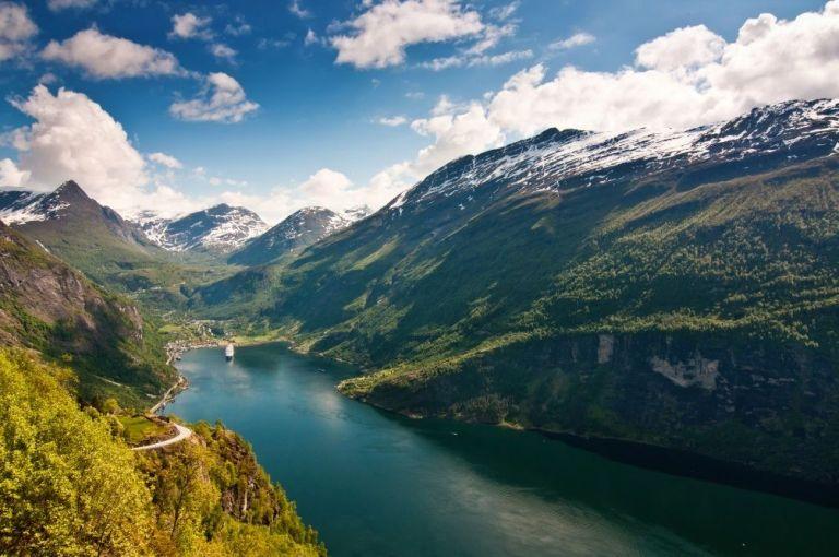 8geiranger-fjord-norway-dreamstime-xl-15041953.jpg